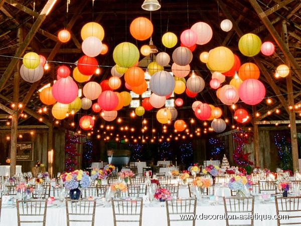 Boules japonaises dans une salle de mariage